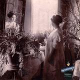 Ейск. Марфа Романовна у зеркала. Кв. Ереминых, 1911 год