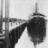 Ейск. Пароход у левого пирса порта, около 1915 года