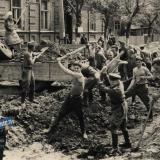 Краснодар. Укладка трамвайных путей на углу улиц Коммунаров и Ленина. 1949 год.
