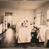 Екатеринодар. Группа раненых нижних чинов в 20-местной палате лазарета общины, 1915 год