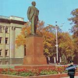 Краснодар. Памятник В.И.Ленину у здания крайкома партии.