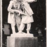 """Краснодар. Первомайский сквер (сквер им. Жукова). Скульптурная группа """"Комсомольцы - партизаны"""", конец 1950-х"""
