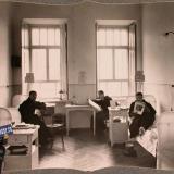 Екатеринодар. Раненые офицеры в трехместной палате лазарета общины, 1915 год
