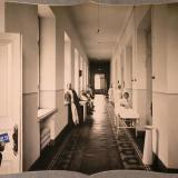 Екатеринодар. Сестры милосердия и раненые в восточном коридоре лазарета общины, 1915 год