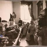 Екатеринодар. Сотрудницы Красного Креста за работой на складе, устроенном в одном из помещений общины, 1915 год