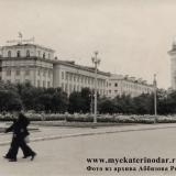 Краснодар. Вид на угол улиц Красной и Ленина, начало 60-х