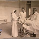 Екатеринодар. Врачи, сестра милосердия, раненый в операционной лазарета общины перед операцией, 1915 год