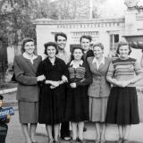 Краснодар. Студенты 3-его курса КИПП на улице Красной, у Доски почёта Красногвардейского района
