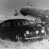 Краснодар. Автомобиль командира Школы Штурманов на лётном поле.