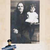 Краснодар. Фотограф А.Хитаров. 1924 год. Комарь Просковья Семёновна с внучкой Валентиной.