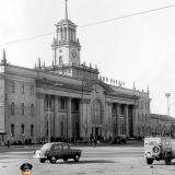 Краснодар. На привокзальной площади. Вид на Железнодорожный вокзал