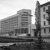"""Краснодар. Ноябрьские прадники 1964 года, у гостиницы """"Кавказ"""""""
