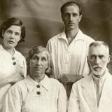 Краснодар. Профессор Краснодарского медицинского института Павлов В.П. с семьей, 1930-е
