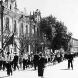 Краснодар. Школьники сш № 36 на первомайской демонстрации, 1963 год