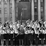 Краснодар. У памятника В.И. Ленину, конец 1960-х