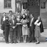 Краснодар. Учащиеся ФХТГ КГУ перед зданием по ул. Октябрьская, 25. 1980 год
