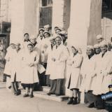 Краснодар. Угол улиц Красной и Длинной, у входа в 1-ю городскую больницу, около 1954 года
