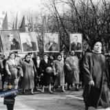 Краснодар. ул. Красная. Идет делегация школы № 36, начало 1960-х