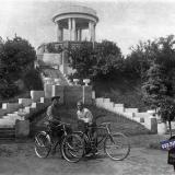 Краснодар. Велосипедисты возле беседки в горпарке, 12 июня 1937 года