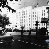 Краснодар. Вид на Дом Советов с перекрёстка улиц Красной и Ворошилова.