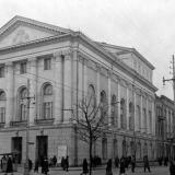 Краснодар. Восcтановленное здание театра на перекрёстке улиц Сталина и Гоголя. Март 1954 года.