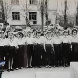 Краснодар. Приём в пионеры третьеклассников школы №56 у памятника Ленину возле ДК КСК, 1969 год.
