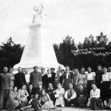 Геленджик. У памятника Красным партизанам, 1955 год.