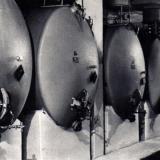 Хранение и выдержка шампанских виноматериалов в металлических резервуарах