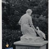 Новороссийск, Скульптура (на бульваре у почтамта),1962 год