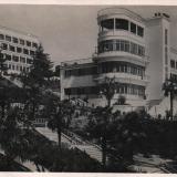 Сочи. Центральный санаторий РККА, вид на один из корпусов из парка, 1935 год