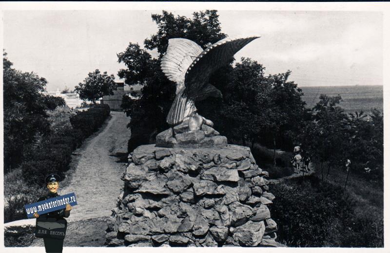 """Анапа. Парк. Скульптура """"Орел"""", 1963 год"""