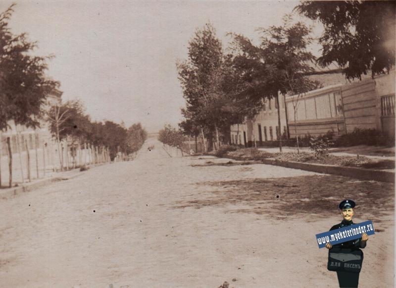 Ейск. Ныне улица Р.Люксембург - от Бердянской до Кропоткина, около 1910 года.