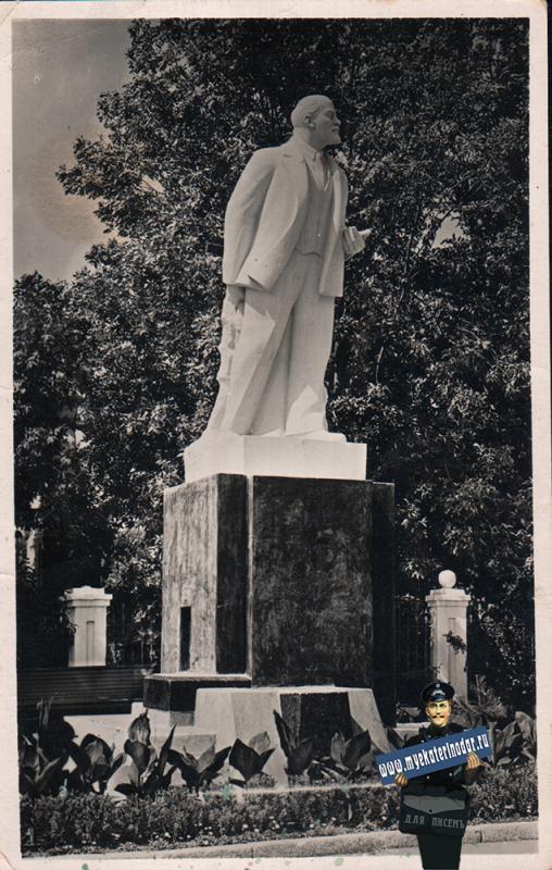 Ейск. Памятник В.И. Ленину, около 1965 года