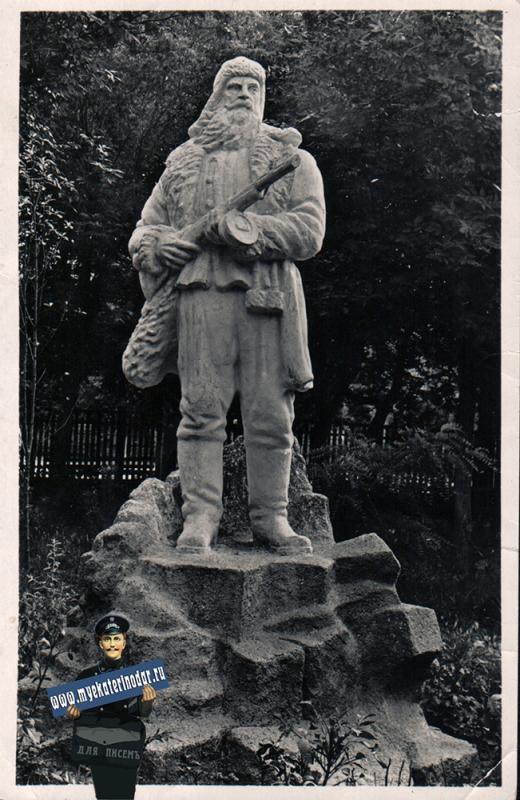 """Ейск. Скульптура """"Партизан"""", около 1962 года"""