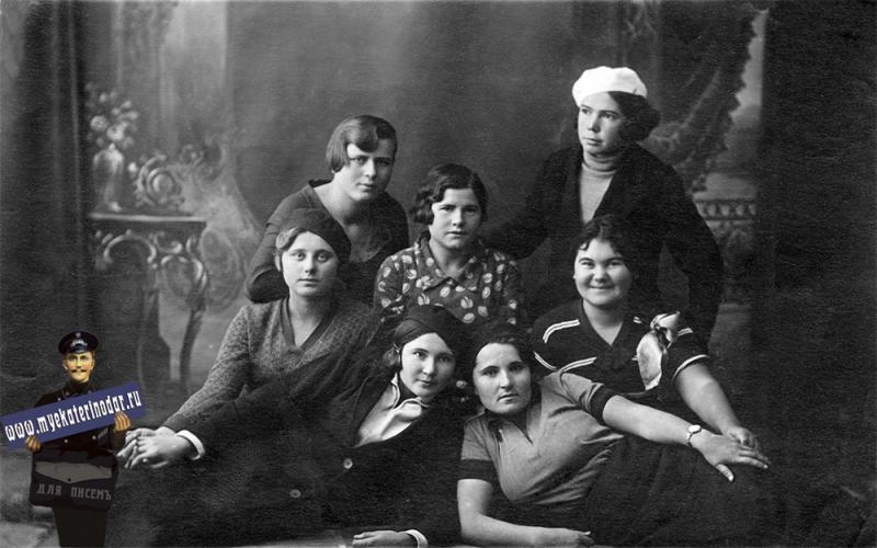 Ейск. Студентки 3 курса Педагогического техникума, 1935 год.