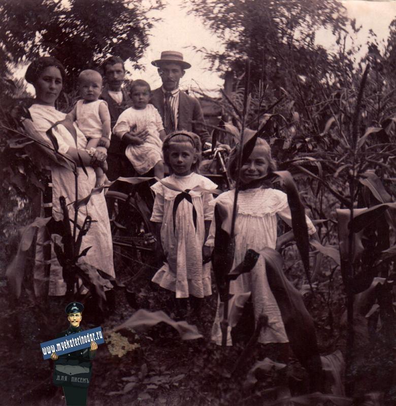 Ейск. У Бахметенко в саду, около 1914 года