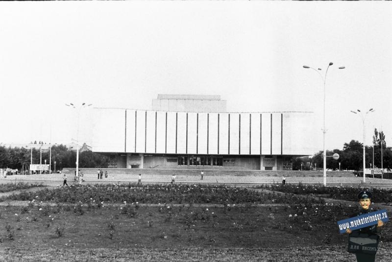 Краснодар. Драматический театр им.М.Горького, 1978 год.