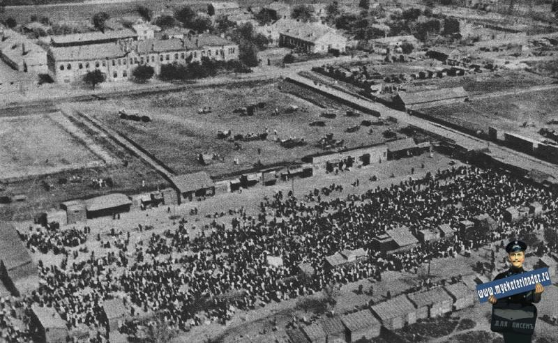 Краснодар. Фото с самолёта сенного рынка, август 1942 год.