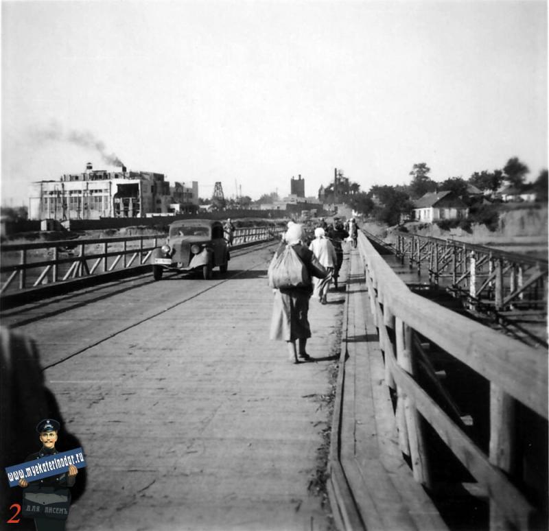 Краснодар. На мосту через реку Кубань в районе КРЭС, осень 1942 год.
