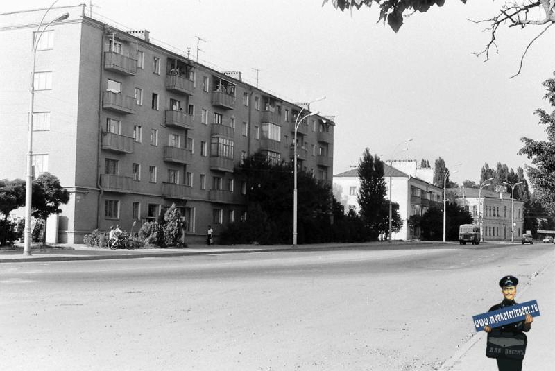 Краснодар. На угол улиц Суворова и Свердлова. 1978 год.