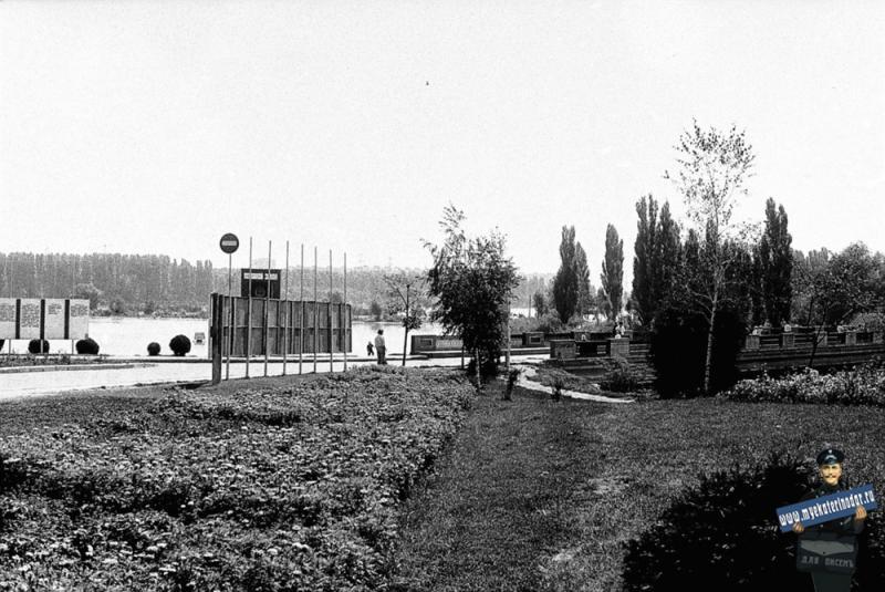 Краснодар. На улице Карла Либкнехта у моста к парку 40-летию Октября, 1978 год.