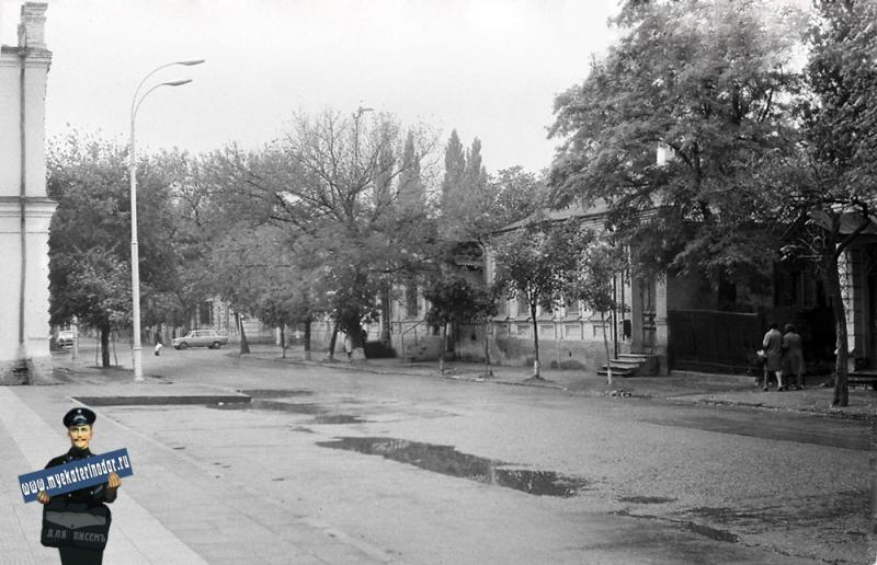 Краснодар. На улице Ворошилова, возле Крайиспокома, 1978 год.