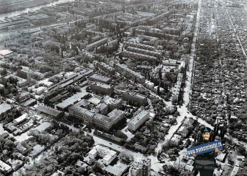 Краснодар. Над перекрёстком улиц Октябрьской и Красина, вид на юг. 1986 год.