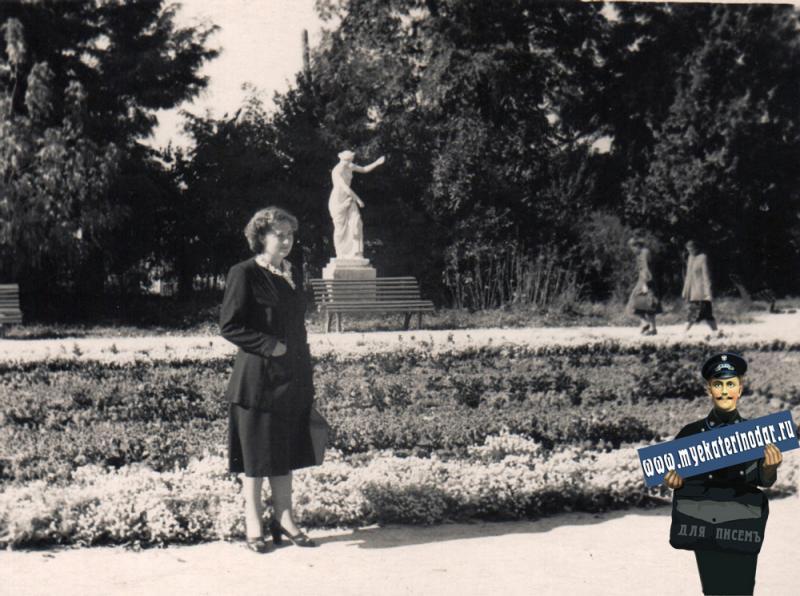 Краснодар. Парк им. М. Горького. Аллея у фонтана, около 1956 года