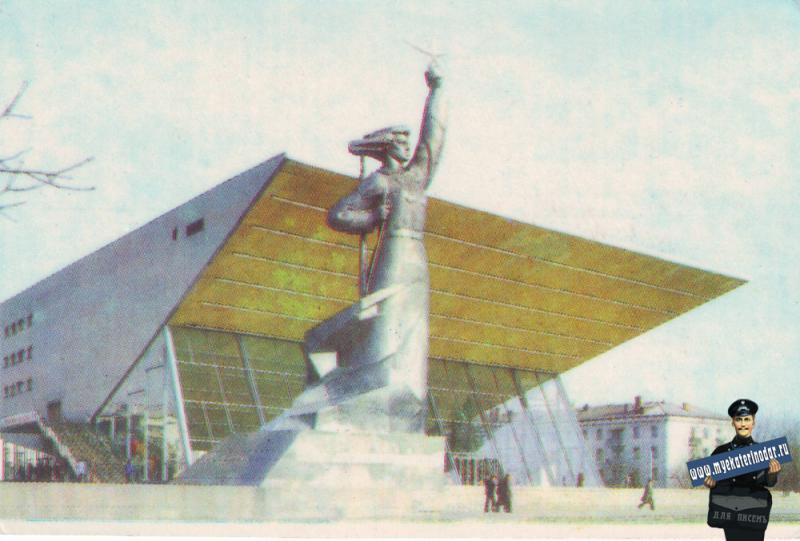 """Краснодар. Широкоформатный кинотеатр """"Аврора"""". 1981 год."""