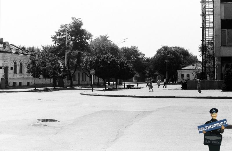 Краснодар. У Горисполкома на улице Красноармейской, 1978 год.