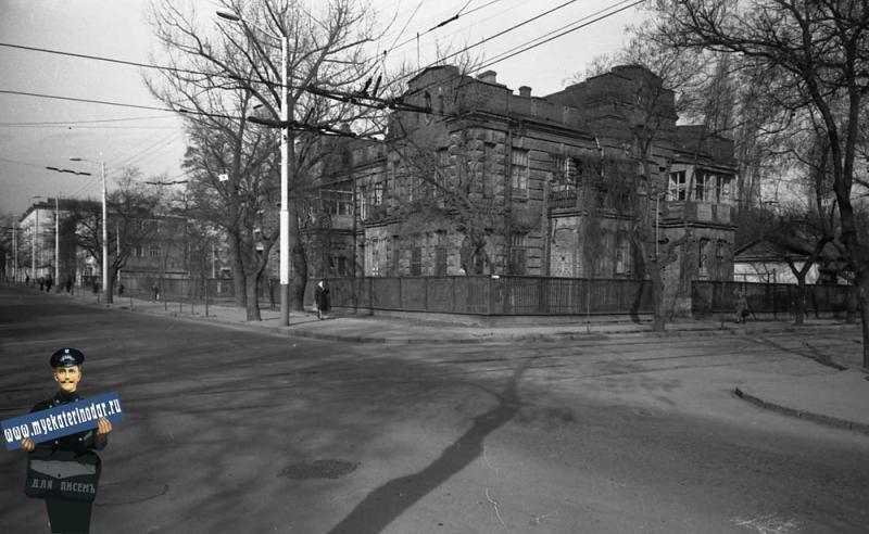 Краснодар. Угол улиц Коммунаров и Пушкина, около 1977 года, вид на северо-запад