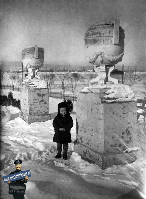 Краснодар. В сквере имени Ленина, 6 января 1940 года.