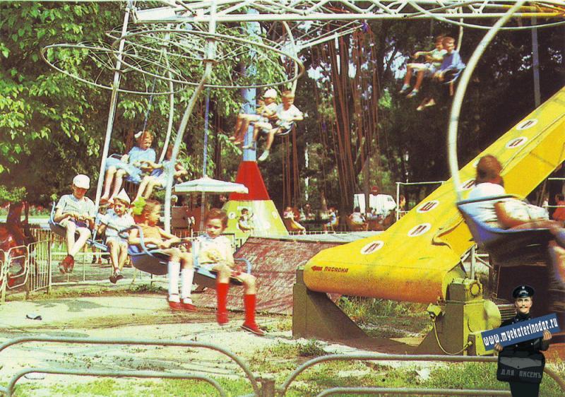 Краснодар. Весёлая карусель в парке имени Горького, 1985 год