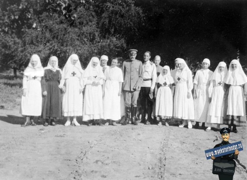 Екатеринодар. Медсестринский персонал американской больницы Красного Креста. 05234